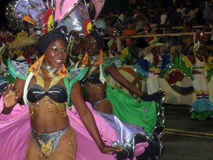 videos de garotas brasileras bailando desnudas en carnaval