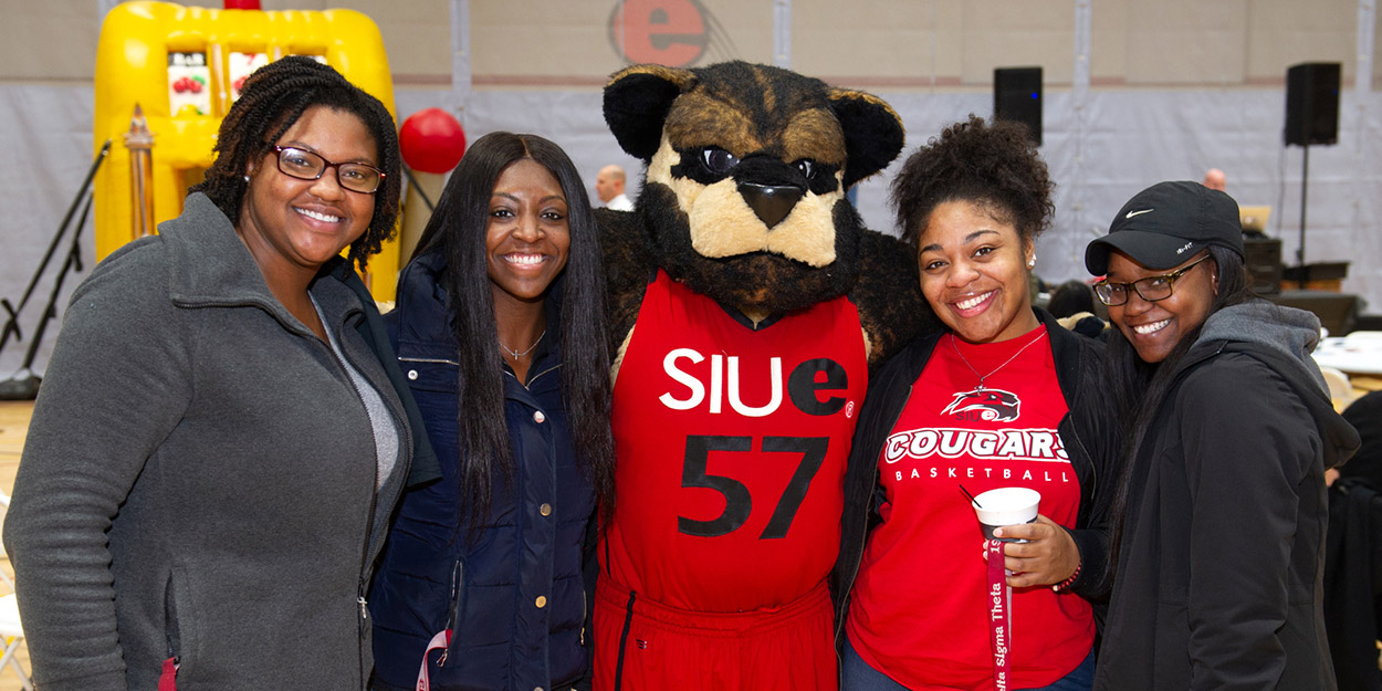 SIUE students at an event.