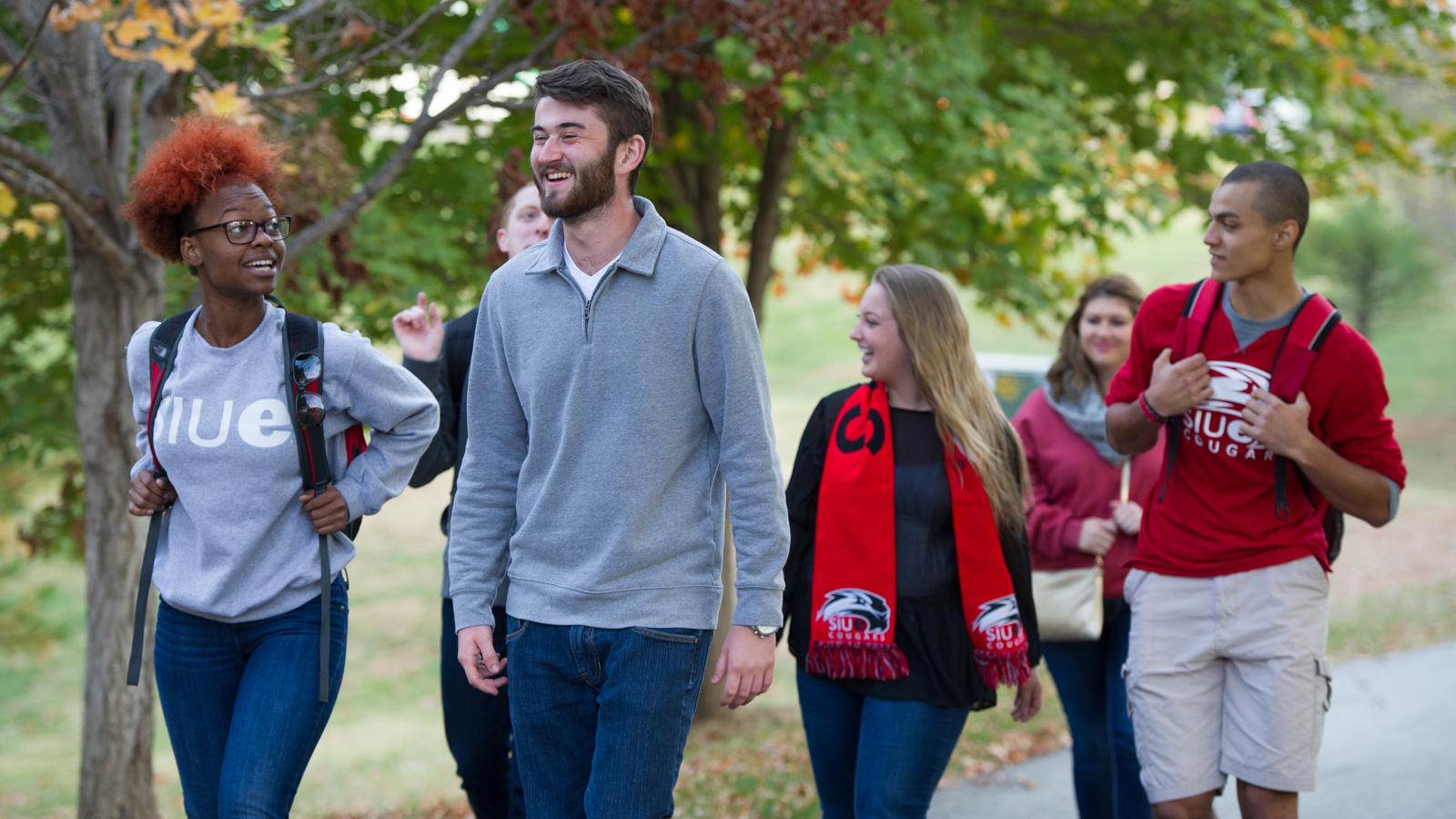 SIUE students walking on campus.