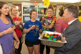 Chancellor Dr. Randy Pembrook visits with freshmen students Kelly Wrap, of Chesterfield, Mo., Mendon native Marisa Blickhan, Mattie Stanley, of Herrin, and Lauren Gralewski, of Roscoe.