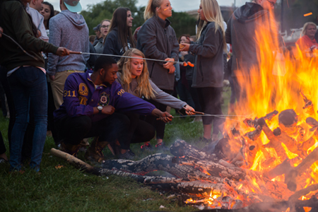 Students enjoy the annual Woodland Bowl bonfire during Homecoming 2016.