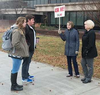 (L-R) Junior computer management and information systems major Shauna Yeager and sophomore biology major Nathan Smith talk to Ask Me! volunteers Stephanie Stookey and Kirsten Huene from Human Resources during the first day of the spring 2018 semester.