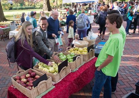 The SIUE community enjoyed the Land of Goshen Community Market on campus in fall 2017.