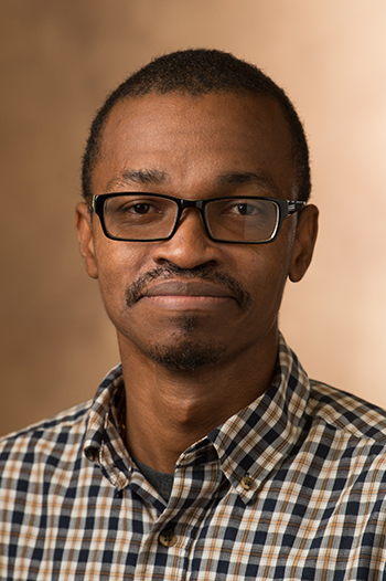 SIUE's Marlon Tracey, assistant professor of economics.