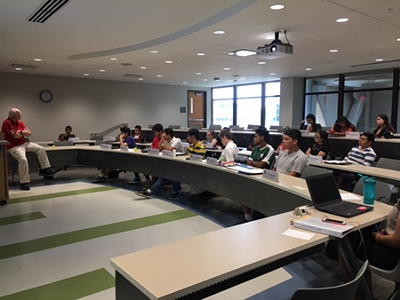 The SIUE Office of Admissions hosted 20 students from the High School Hispanic Leadership Institute for a day of activities and workshops.