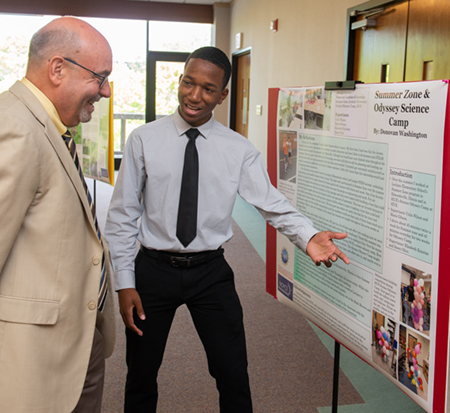 Noyce scholar Donovan Washington shares the major takeaways from his summer experience with College of Arts and Sciences Dean Greg Budzban.