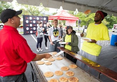 The run through the University's expansive campus was followed by a delicious world-famous Chris Cakes pancake breakfast.