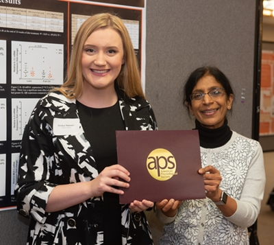Dr. Chaya Gopalan (right) presented a recognition award from the American Physiological Society to sophomore URCA student Jordyn Nimmer (left).